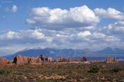 Arches NP, La Sal Mountains im Hintergrund, UT