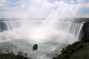 Niagara Falls. Horseshoe Falls, Maid of the Mist Pool